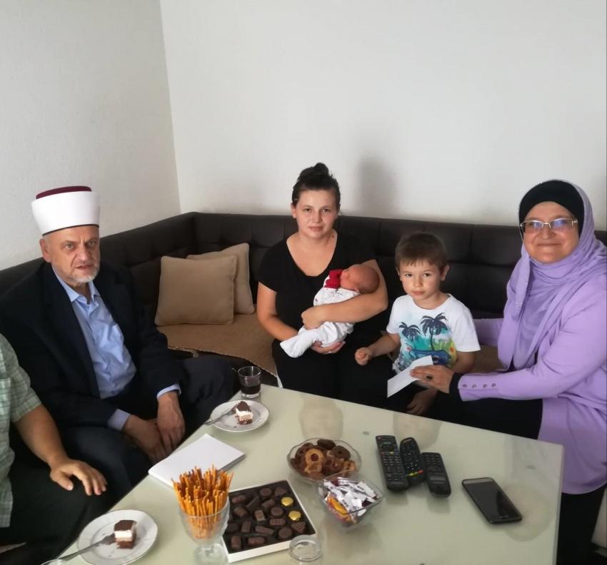 Muftija Bihaćki darovao prvo dijete rođeno u novoj hidžretskoj godini