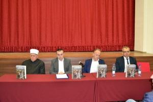 """BIHAĆ: Promovisana knjiga """"Sa Ferhadijom je povratak, sigurnost i opstanak"""" muftije Čamdžića"""