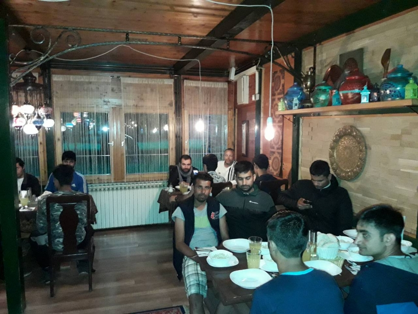Iftar za 45 migranata od džemata Došci - G. Kamengrad